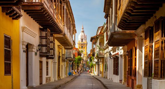 Colonial_houses_in_the_Historic_center,_Caratagena_de_Indias,_Colombia